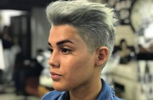 Tildan a Nelva Saldaña de lesbiana
