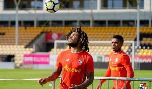 Román Torres y otros jugadores sufren hurto en Noruega; Fepafut se pronuncia
